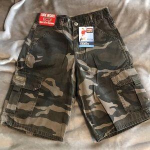 Wrangler Boys Camo/ Cargo short. Size 12R
